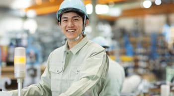最高時給1250円|男性活躍中|工場内での機械オペレーター