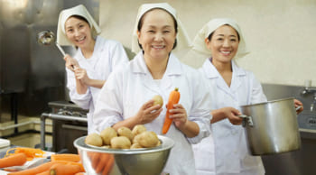 勤務地選択OK|学校や食堂などの給食調理|シニア活躍中