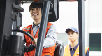 日勤で月収25万円以上可|フォークリフト・自動車部品供給