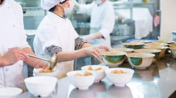 土日休み|社員食堂での料理の盛り付け|扶養内・WワークOK