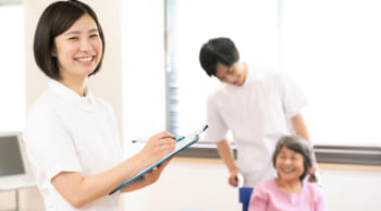 正社員が目指せる|東区|医療施設での介護
