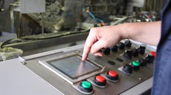 高収入|日勤専属|ボタンを押すだけの簡単軽作業