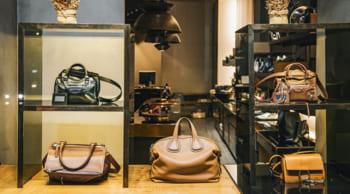ショッピングモール内でのブランド品の販売・接客 未経験歓迎