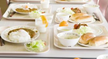 車通勤OK||学校や食堂などの調理補助|シニア活躍中