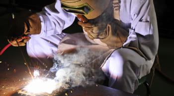 溶接工|正社員登用有|未経験から手に職をつけたい方必見