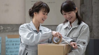 大分流通業務団地│8月入社│短時間|工場内の製品梱包